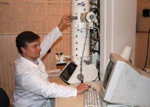 Робота за електронним мікроскопом